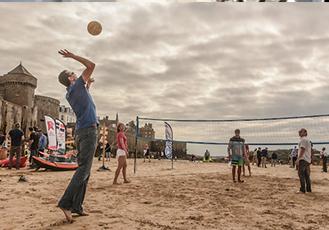 https://www.happytomeetyou.fr/app/uploads/2019/05/startup-on-the-beach.png