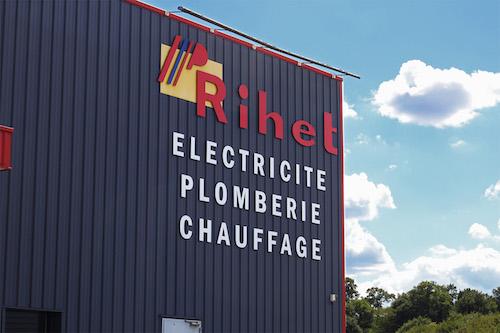 https://www.happytomeetyou.fr/app/uploads/2020/09/rihet-chef-de-chantier2.jpg